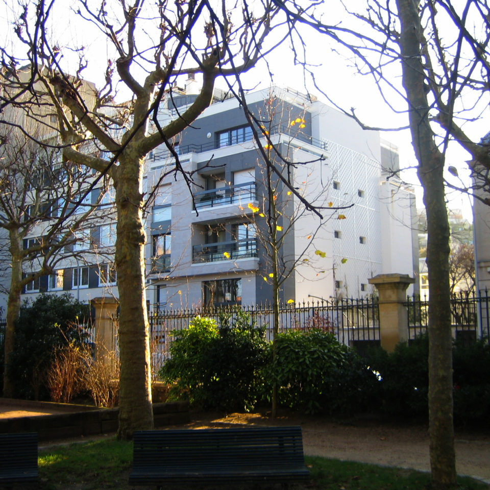 RESIDENTIAL BUILDING IN BOULOGNE BILLANCOURT